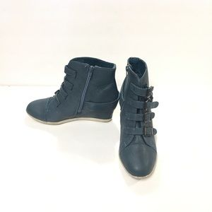 Bamboo Hidden Wedge Ankle Boots Blue Size 8.5